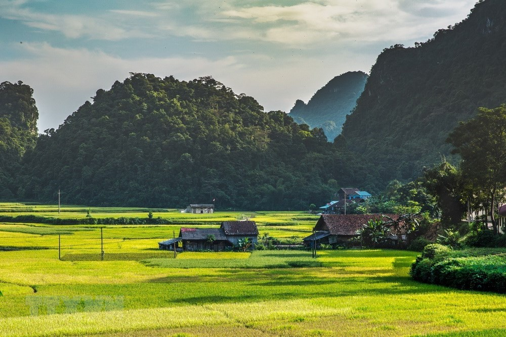 With many beautiful scenery and historical sites, Cao Bang is an attractive destination for holiday-makers (Source: VNA)